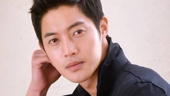Kim-Hyun-Joong_1410533304_af_org